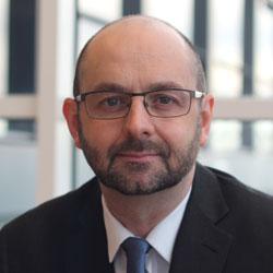Sygnature Dr Stuart Thomson