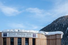 Rising economic risk casts shadow on Davos meeting